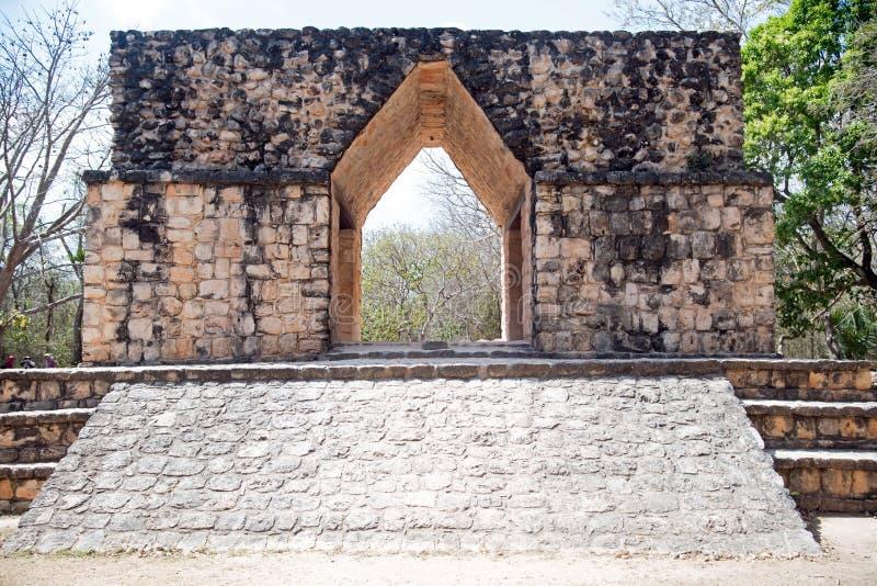Arco de Enterance em Ek Balam imagem de stock royalty free