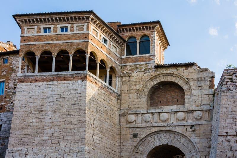 Arco de Etruscans Augustus Arch em Perugia foto de stock royalty free