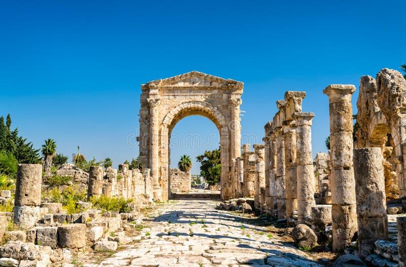 Arco de Hadrian na necrópolis de Al-Bass Tyre em Líbano imagens de stock