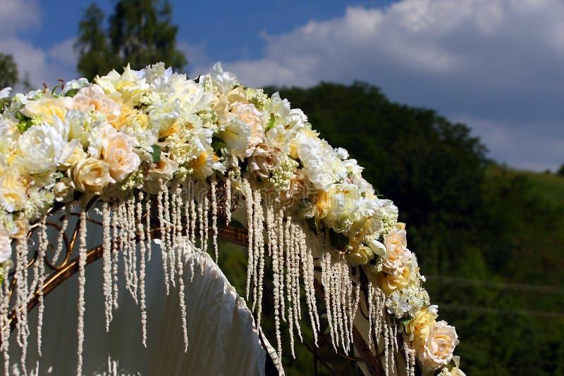 Arco de la boda imagenes de archivo