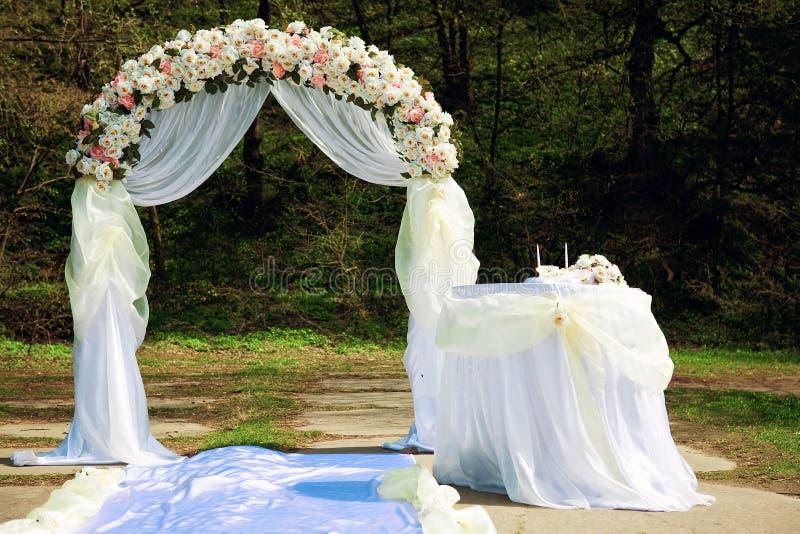 Arco de la boda foto de archivo libre de regalías
