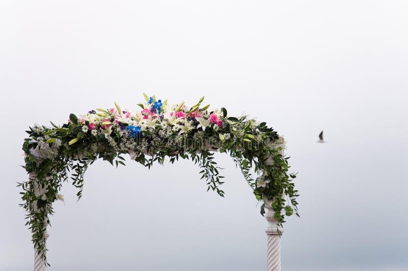 Arco de la boda imagen de archivo