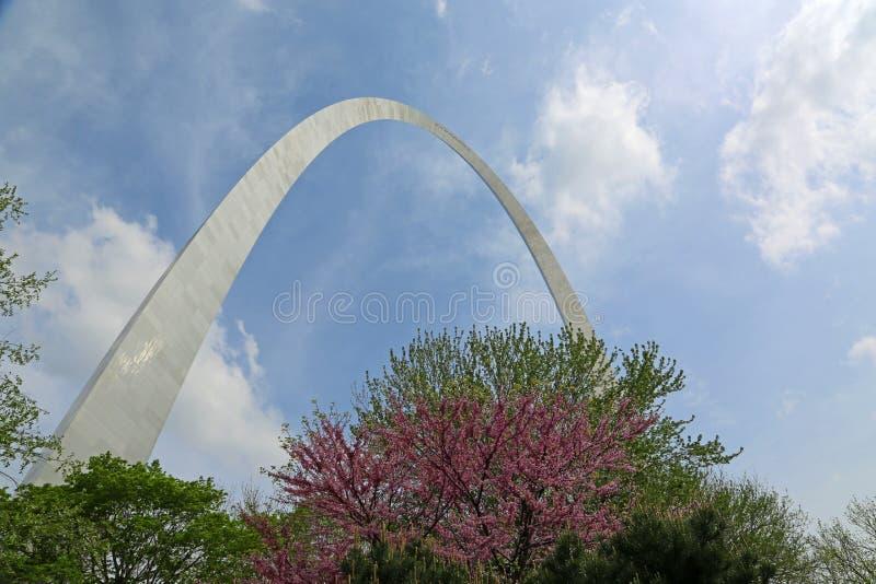 Arco de la entrada en Jefferson National Expansion Memorial fotos de archivo