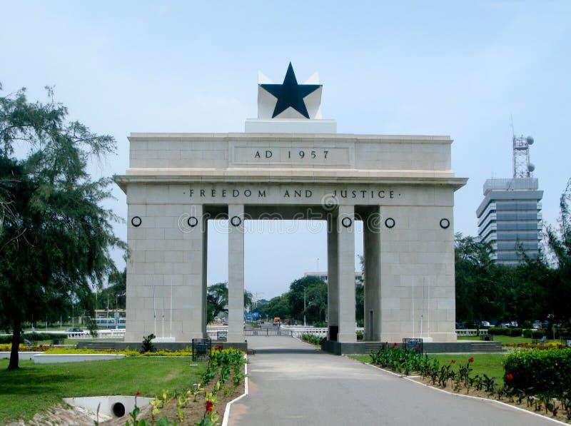 Arco de la libertad y de la justicia en Accra en Ghana imagenes de archivo