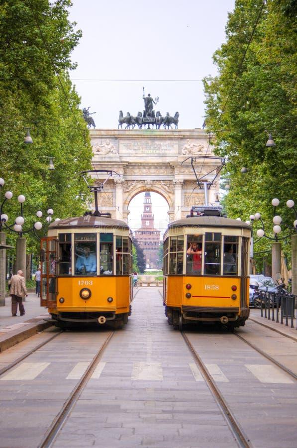 Arco de la paz de la puerta de Sempione en Milano, Italia imagenes de archivo