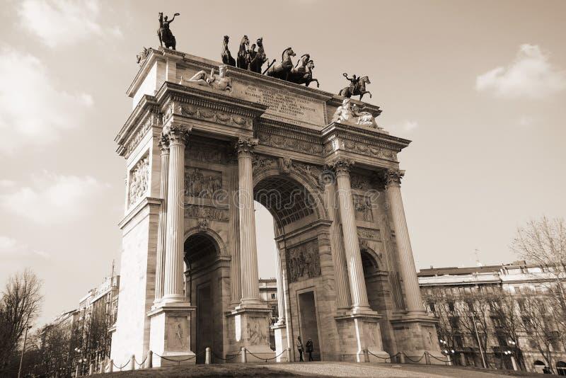 Arco de la paz, Milán, Italia imagen de archivo