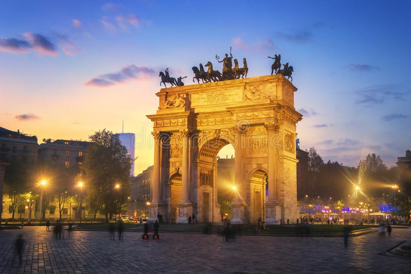Arco de la paz - Milán, Italia imagenes de archivo