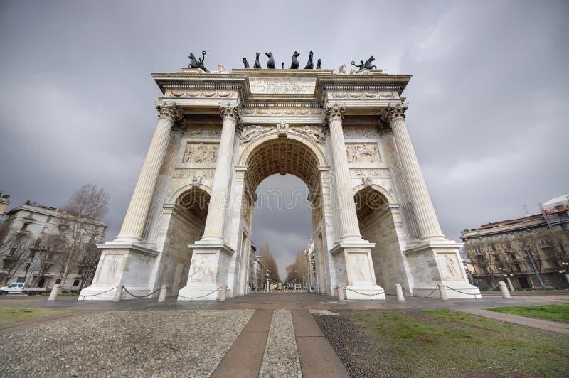 Arco de la paz, Milano fotografía de archivo libre de regalías
