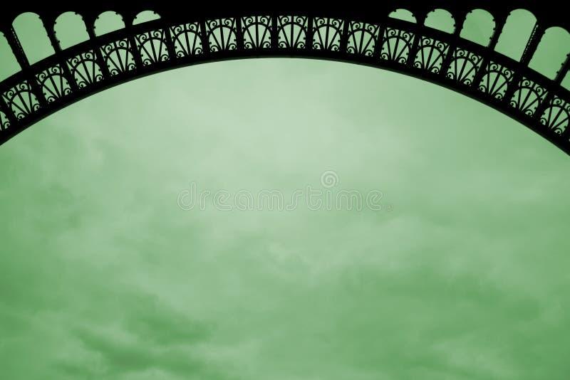 Arco de la torre Eiffel en la nube verde imagenes de archivo