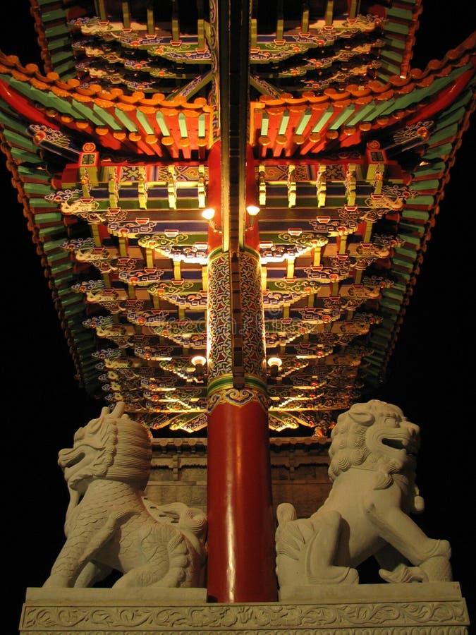 Arco de pedra do ornamento do leão fotos de stock royalty free