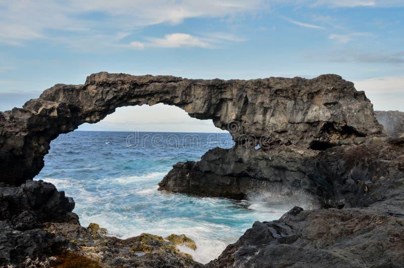 Arco de piedra natural foto de archivo