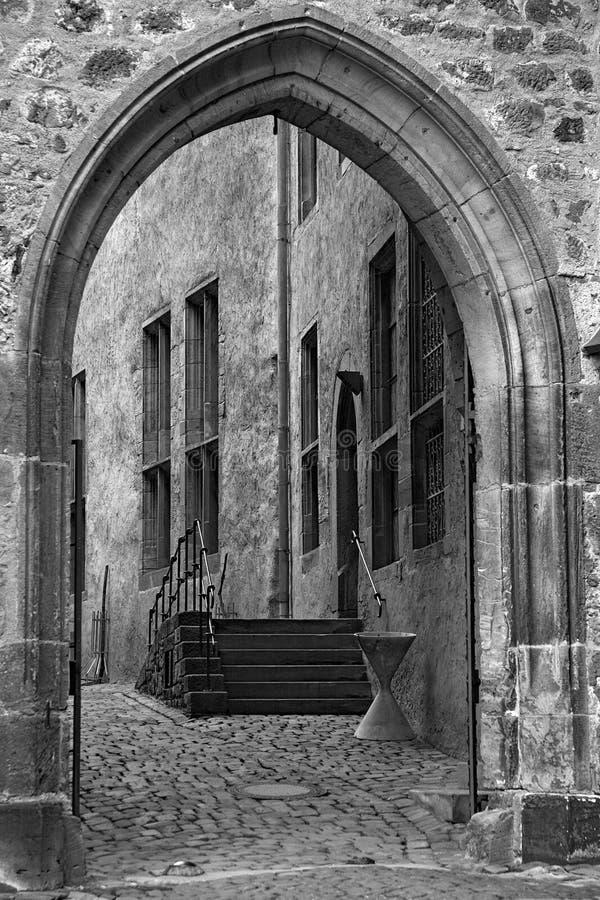 Arco de piedra viejo foto de archivo libre de regalías