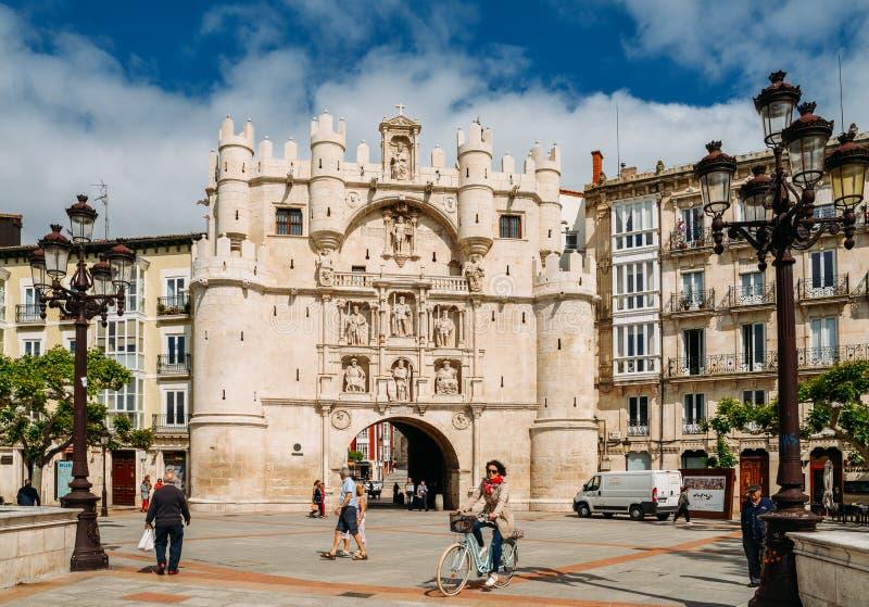 Arco DE Santa Maria in Burgos, Spanje, is aan één van de 12 middeleeuwse poorten aan het stadscentrum tijdens de Middeleeuwen stock foto