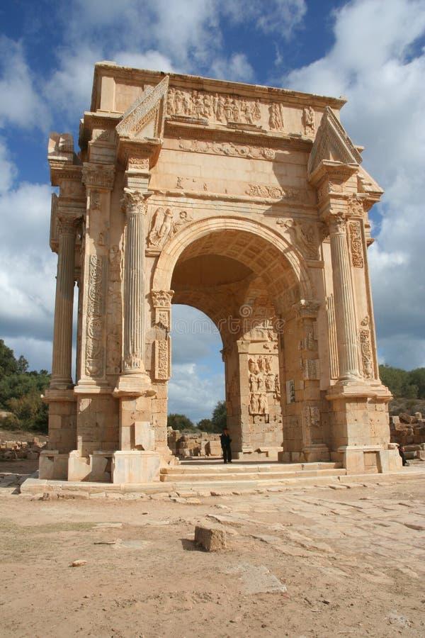 Arco de Septimius Severus em magnum Líbia de Leptis imagem de stock royalty free