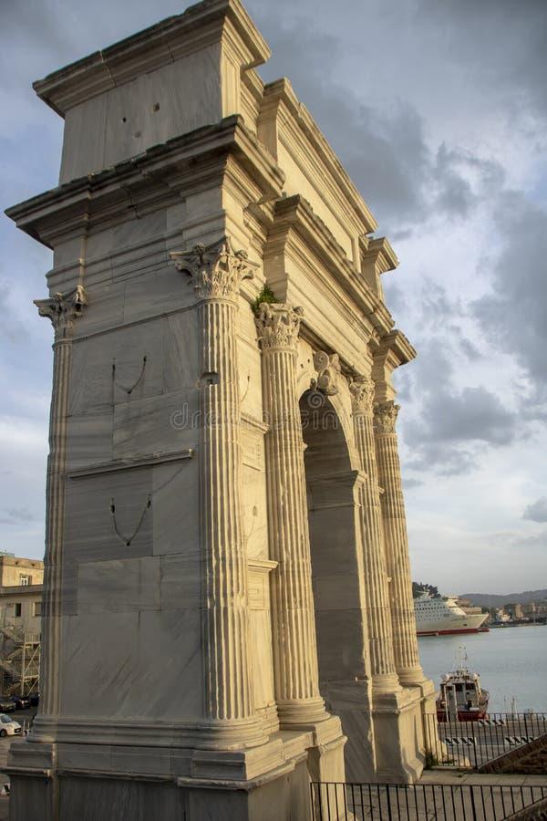 Arco de Trajan imagem de stock royalty free