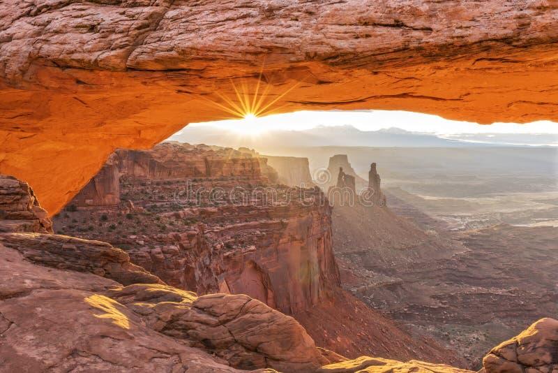 Arco del Mesa en la salida del sol fotos de archivo