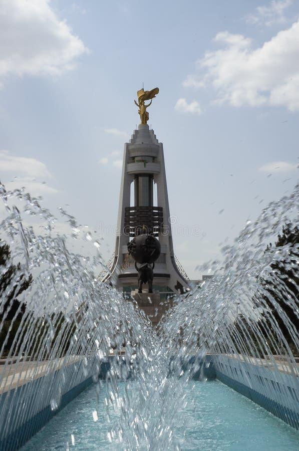 Arco del monumento de la neutralidad, Asgabat, Turkmenistan fotografía de archivo libre de regalías