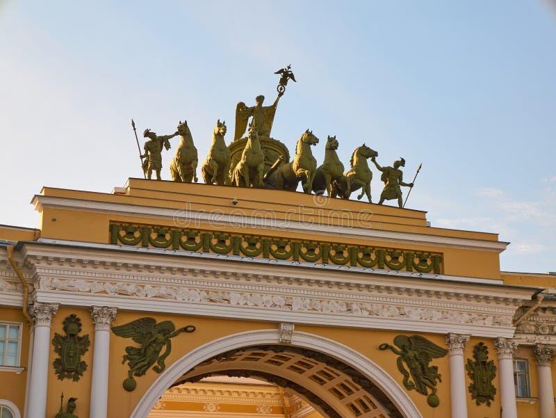Arco del primo piano dello stato maggiore St Petersburg, Russia fotografie stock libere da diritti