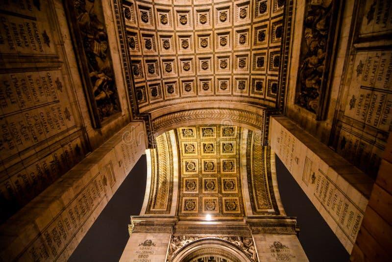 Arco del Triunfo en la noche, imagen de la foto una vista panorámica hermosa de la ciudad del metropolitano de París fotos de archivo libres de regalías