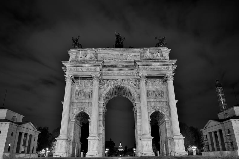 arch of peace monument in the night stock photo