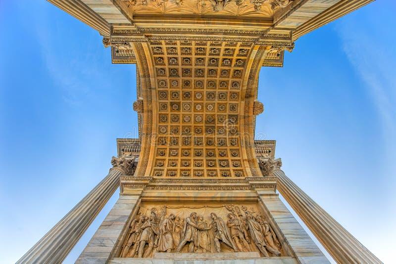 Arco dellatempo, Boog van Vrede, dichtbij Sempione-Park in stadscentrum van Milaan, Italië stock foto