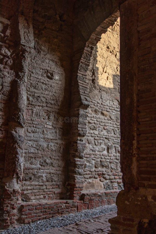 Arco di architettura antica del mattone e della pietra immagine stock