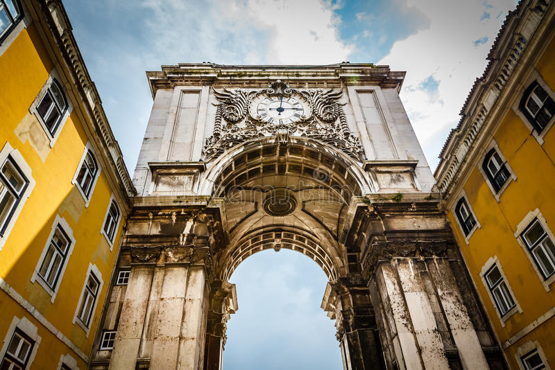 Arco di Augusta della ruta sul quadrato di commercio a Lisbona immagine stock