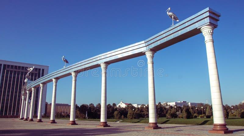 Arco di Ezgulik sul quadrato in Taškent, l'Uzbekistan di indipendenza fotografia stock