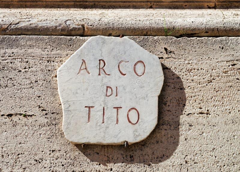 Arco di Tito tecken på båge i Rome royaltyfri fotografi