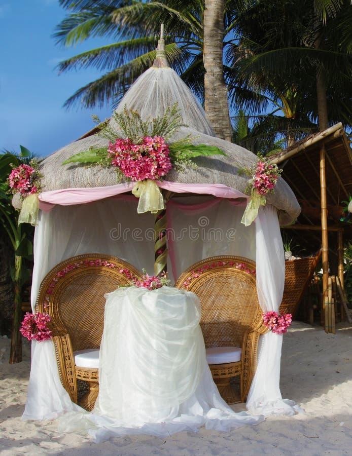 Arco do casamento e estabelecido foto de stock royalty free