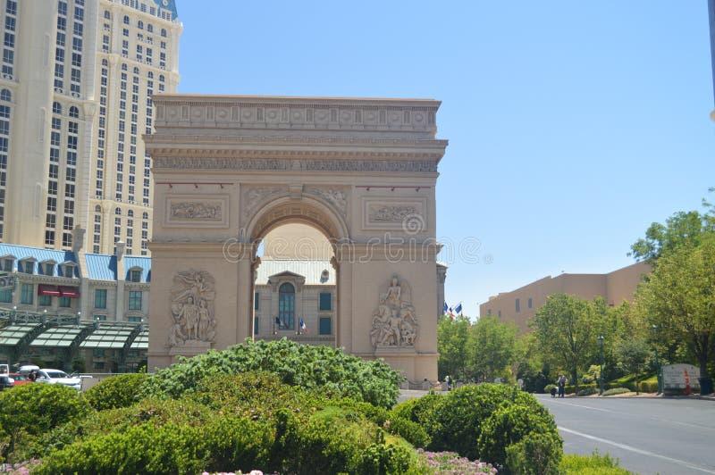 Arco do hotel de Triumph Paris na tira de Las Vegas Férias do curso imagens de stock