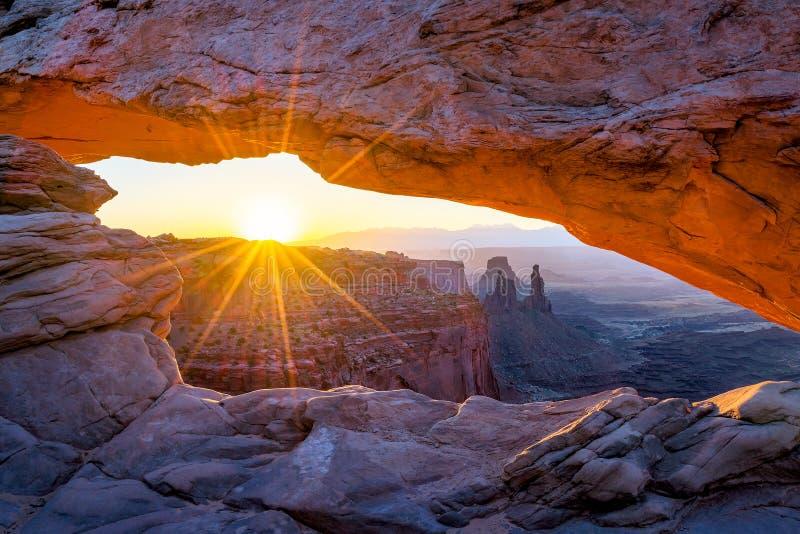 Arco do Mesa, parque nacional de Canyonlands, Utá fotografia de stock