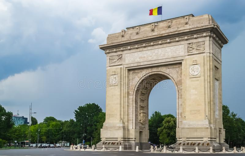Arco do triunfo em Bucareste Romania fotos de stock
