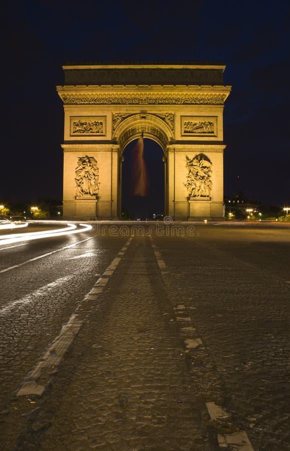 Arco do triunfo em Paris - noite foto de stock royalty free
