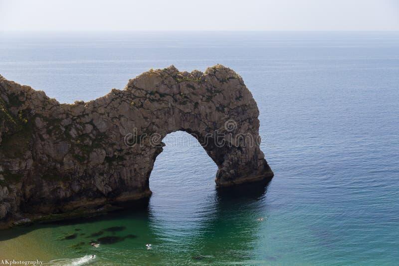 Arco e mare della porta di Durdle immagine stock