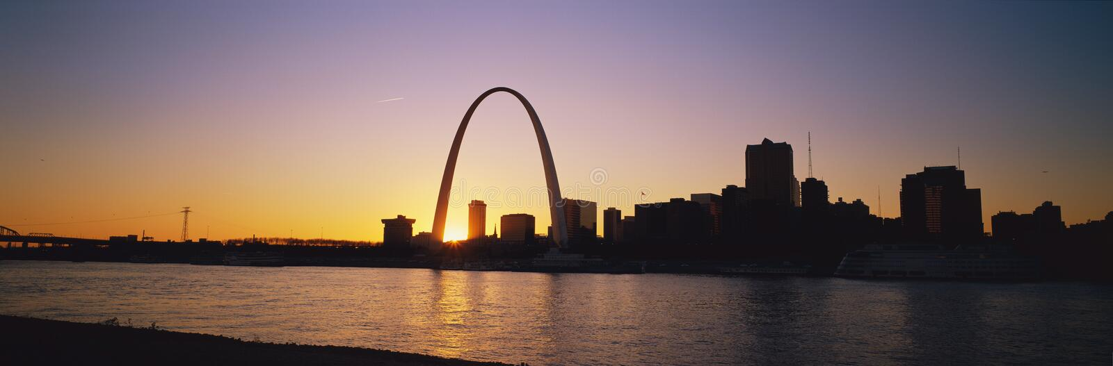 Arco e St Louis do Gateway foto de stock