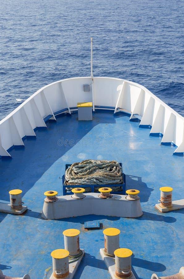 Arco grande de la nave en el mar abierto imágenes de archivo libres de regalías