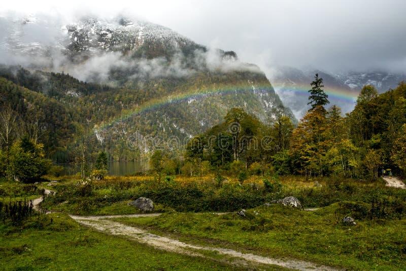 arco iris beautyful en Koenigssee imagenes de archivo