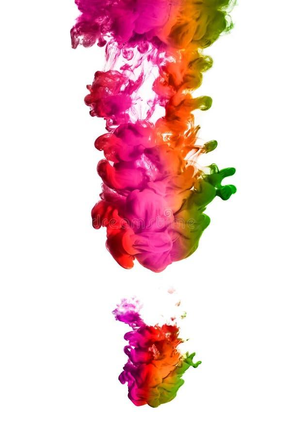 Arco iris de la tinta de acrílico en agua Explosión del color fotos de archivo