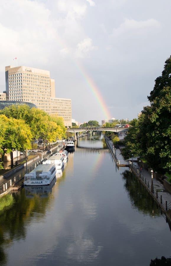Arco iris Ottawa Ontario Canadá del canal de Rideau imágenes de archivo libres de regalías