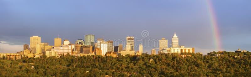 Arco iris sobre Edmonton foto de archivo