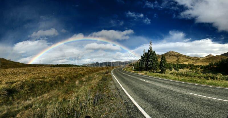 Arco iris sobre el camino imagen de archivo libre de regalías