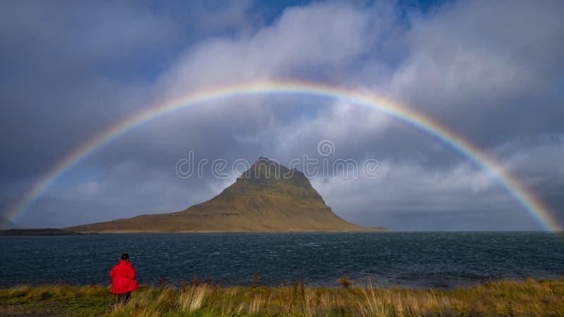 Arco iris sobre el soporte de Kirkjufell foto de archivo libre de regalías