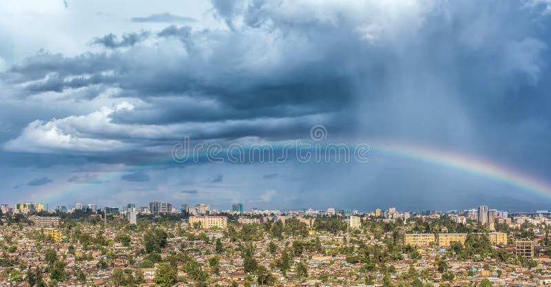 Arco iris sobre la ciudad de Addis Ababa imagen de archivo libre de regalías