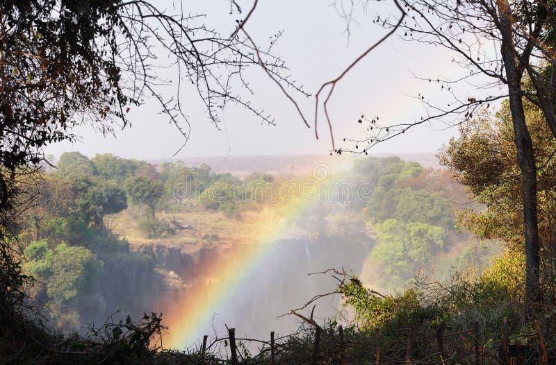 Arco iris sobre Victoria Falls, Zimbabwe imagen de archivo