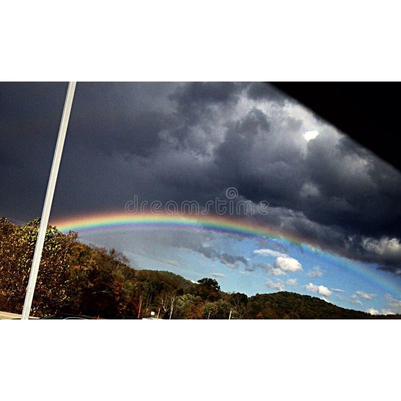 Arco iris tempestuoso imagenes de archivo