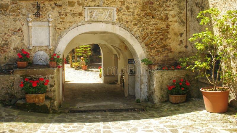 arco Jarda italiana Flores imagem de stock