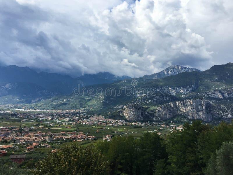 Arco kapitał rockowy pięcie Włochy zdjęcie royalty free