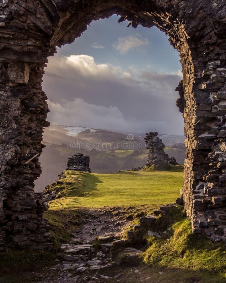 Arco a las colinas galés foto de archivo