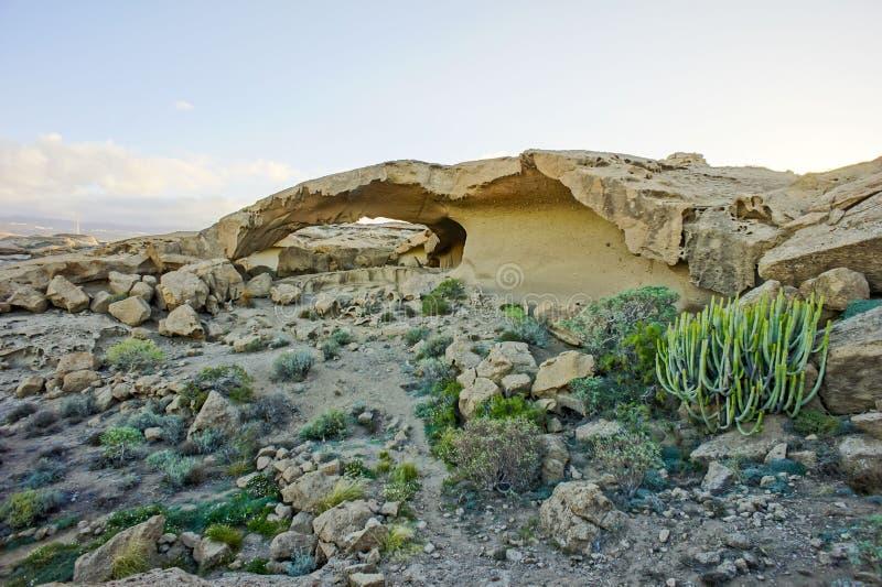 Arco natural en el desierto imagen de archivo